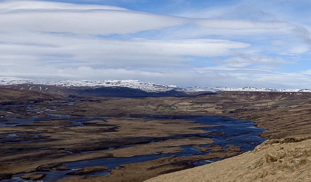 Horft yfir Skaftá frá bænum Á á Síðu í átt að bænum Skaftárdal.